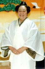 宮鳥御嶽の神司に就任した小川さん