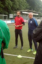 Dario Fossi (links) leitete die erste Trainingseinheit beim VfL Oldenburg