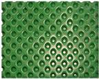 Membrana drenante y retenedora de agua, fabricada en polietileno de alta densidad de color verde, unida por termofusión a un geotextil de polipropileno no tejido.