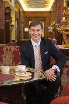 Ingo C. Peters ist Hotelier des Jahres 2014 - Direktor des Fairmont Hotel Vier Jahreszeiten Hamburg