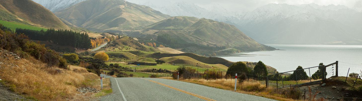 bergige Landschaft und Straße