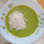野菜スムージーと生穀物粉