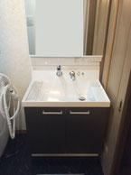 洗面台も浴室に合わせてスタイリッシュにリフォーム