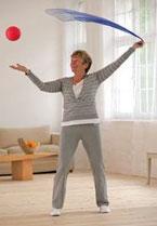 LifeKinetik-Übung mit Ball und Tuch