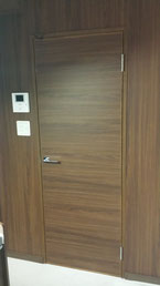 壁面同模様のドア