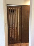 リビング縦格子ドア