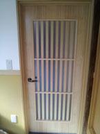 格子窓付きドア