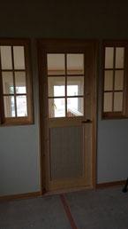 格子付きドア