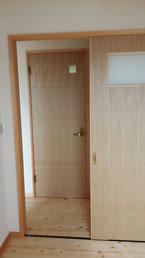 突板張りのトイレドア