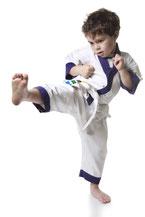 Nicht nur Kicks und Schläge werden in der Karate Schule in Muenchen geschult, Lebenskompetenzen wie Aufmerksamkeit und Disziplin.