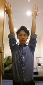肩こりで見た目が崩れた奈良県御所市の男性