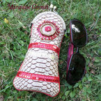 photo-etui-vintage-lunettes-simili-cuir-croco-ecru-brode-galons-perles-rouge-framboise-bronze-