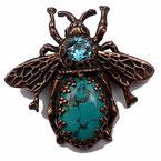 Photo d'ne broche en forme d'abeille en laiton cuivré avec cabcohons turquoise ovale en pierre de gemme et rond en cristal facetté