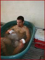アイス風呂で身体を冷やす