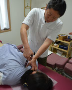 アクティベータでの腰痛施術