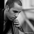 "Michel Rosciglione, contrebassiste, intervenant dans les formules ""Jazz"", ""Jazz & Bossa Nova"" et ""Jazz Manouche"""