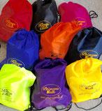 Steinbachs  oder auch Turnsäcke in bunten Farben. Kann man im Onlineshop kaufen.