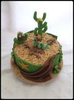 Tutoriel pour décorer un gâteau avec cactus serpet cailloux sable, cake design, pâte à sucre