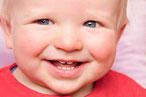 Wie Sie Babyzähne richtig pflegen ( © proDente e.V. )