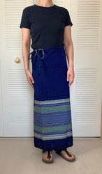 ミャンマーでは「ロンジー」という巻きスカートを購入。