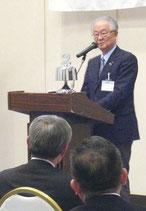 鈴木ガバナーが卓話を行った(提供写真)
