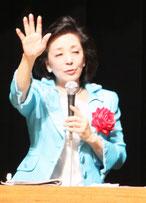 講演する櫻井氏=21日午後、宜野湾市民会館