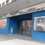 Foto zeigt Eingang Capitol Kinocenter