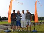 DoppelPASS-Schirmherr Thorben Schütt, die Geburtstagskinder Thorsten Leplow und Tony Ehlers, sowie Mirko Nitschmann vom Team DoppelPASS freuten sich über 666,66 Euro für den guten Zweck