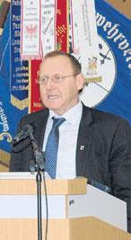 Landrat Jörg Hellmuth dankte den Blauröcken für ihre Arbeit.