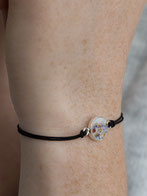 individuelles armband mit porzellan in silberfassung