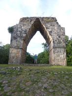 Der Arco, durch den die Zeremonialstraße nach Uxmal verlief.