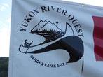 """...und es findet gerade das """"Yukon River Quest"""" statt. Es ist ein Kanu- und Kajakrennen ..."""