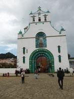 In der Kirche von Chamula brennen 1000 Kerzen