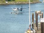 Wasserflugzeuge landen fast vor unserem Wohnmobil.