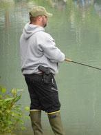 Am Eclutna River: Zum Angeln braucht man einen Colt, das versteht jeder!?