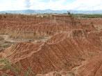 Das Cusco-Labyrinth, eine verwirrende Landschaft roter Felsformationen in der Tatacoa-Wüste