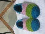 Filzpuschen Gaudi Modell ohne Lasche mit breiten bunten Streifen in tuerkis apfelgruen rosa und hellblau
