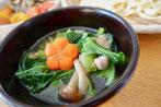 たっぷり小松菜の出汁スープ 梅花にんじん
