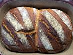 Schnell gebackenes Brot aus dem Brotbacktopf