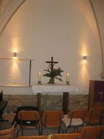 Blick auf den Altarbereich vor der feierlichen Einweihung