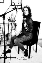 La violinista Silvia Maria Gebhardt en las sesiones de grabación de Fusión Lenta de Red Booster