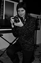 La Productora audiovisual Carmen Iborra en la sala de ensayos de Red Booster