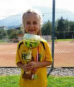 Anika Wallner mit den Sieger-Pokal