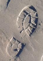 Stiefelspur im Sand