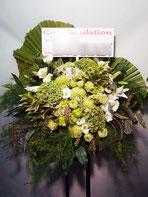 スタンド花・ロビー花(フラスタ)よみうり大手町ホール にお届け。緑のみのお洒落なスタンド花です。