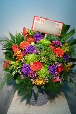 アレンジメントフラワー(楽屋花)をカワイ表参道パウゼにお届け。楽屋お見舞いや公演お祝い、開店お祝いにおすすめです。