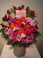 フラワーアレンジメント(楽屋花)三軒茶屋昭和大学人見記念講堂にお届け。おすすめの楽屋お見舞いです。