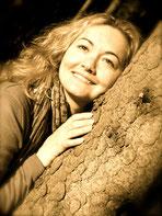 Lucie Daya Devi - Musikerin -Yogalehererin - Künstlerin