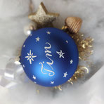 Weihnachtskugel mit Namen, Sterne-all-over-Design, blau matt