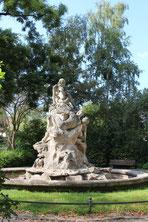 Skulptur am Perelsplatz in Friedenau. Foto: Helga Karl